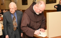 podpis listine o prenosu lastništva (foto Joško Kogoj)